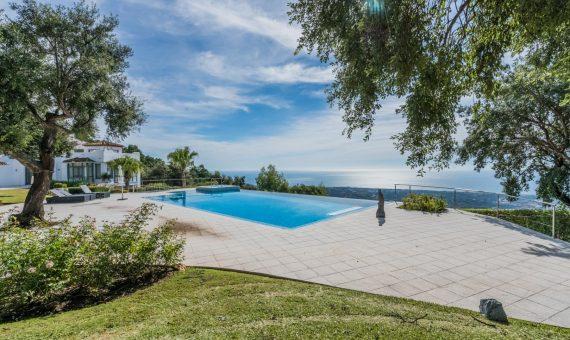 Villa in Marbella East, 997 m2, garden, pool, parking   | fa16e13c-66d0-4405-98c2-187598eab9e4-570x340-jpg