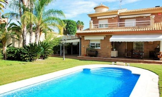 Villa with a private pool near the sea in Calafell | 1-570x340-jpg