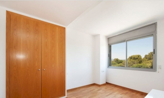 Sunny penthouse near the sea on sale in Gava Mar | 4