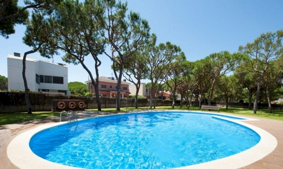 Sunny penthouse near the sea on sale in Gava Mar | 1