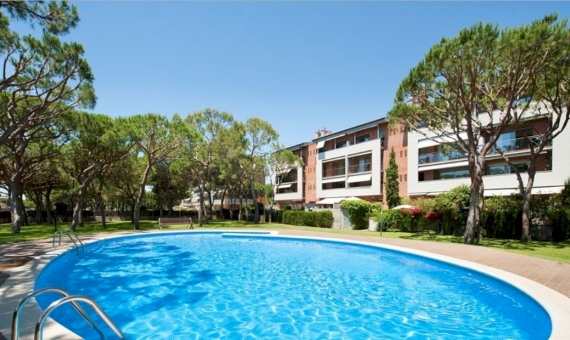 Sunny penthouse near the sea on sale in Gava Mar | 2