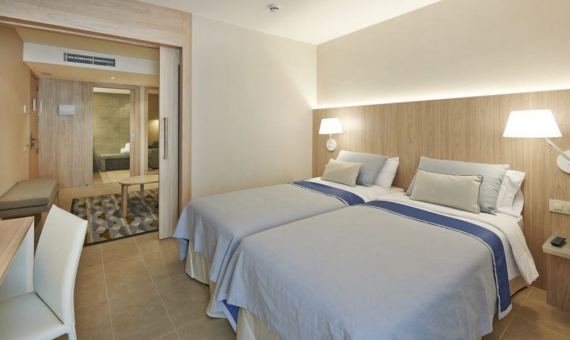 Hotel 2 **  for sale in Eixample, Barcelona | 2