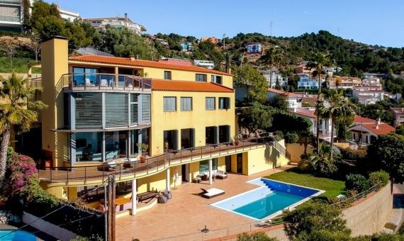 Villa with spectacular sea views in the prestigious area Levantin in Sitges | 3