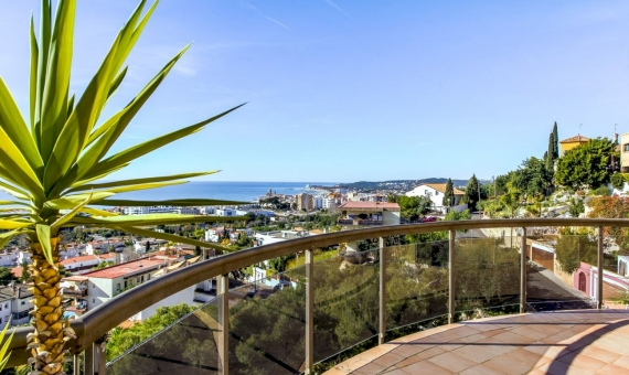 Villa with spectacular sea views in the prestigious area Levantin in Sitges | 1