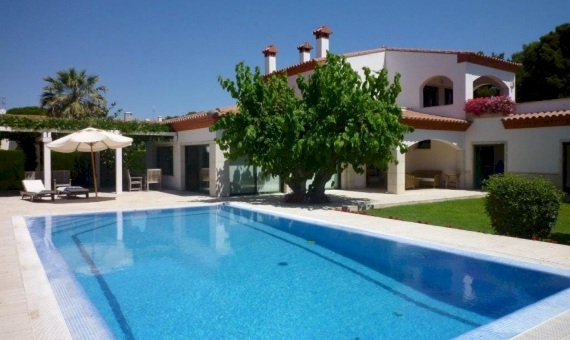 Beautiful villa for summer rent with private pool en La Gavina, S'Agaro | 002-facade-570x340-jpg