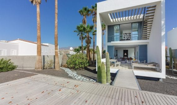Villa in Granadilla,  El Medano, 216 m2, partially furniture, garden, terrace, balcony, garage, parking   | 1