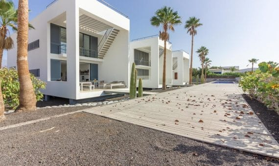 Villa in Granadilla,  El Medano, 216 m2, partially furniture, garden, terrace, balcony, garage, parking   | 4