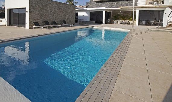 Villa in Adeje,  Golf Costa Adeje, 762 m2, fully furniture, garden, terrace, balcony, garage, parking   | 2