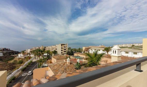 Townhouse in Adeje,  Playa Paraiso, 180 m2, fully furniture, garden, terrace, garage, parking     4