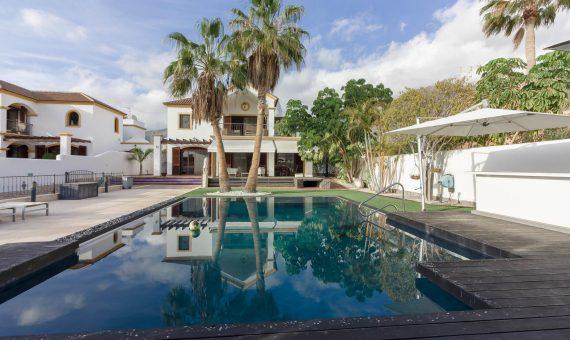 Villa in Adeje,  El Madroñal, 470 m2, fully furniture, garden, terrace, balcony, garage, parking   | 111010-570x340-jpg