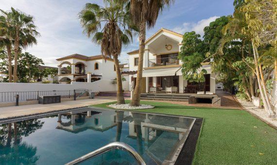 Casa en Adeje,  El Madroñal, 470 m2, con mueble, jardin, terraza, balcon, garaje, aparcamento, aparcamento   | 2