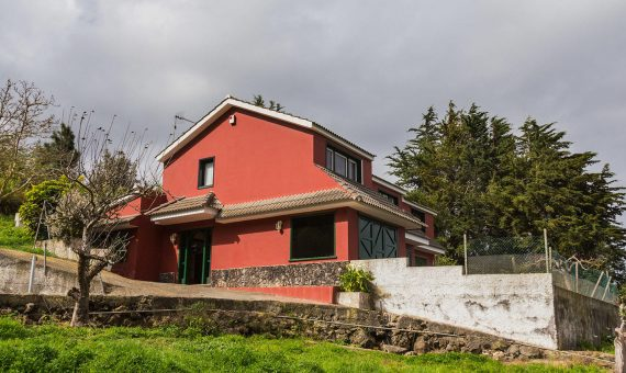 Villa in La Orotava, 237 m2, fully furniture, garden, terrace, garage, parking   | 1