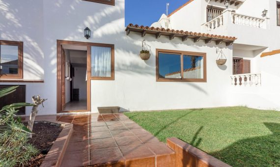 Villa in San Miguel de Abona,  Golf del Sur, 140 m2, fully furniture, garden, terrace   | 1
