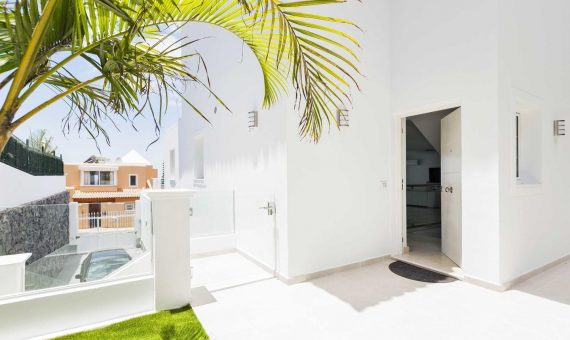 Villa in Adeje,  Roque del Conde, 300 m2, fully furniture, terrace, balcony, garage, parking   | 2