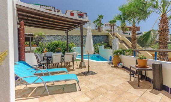 Casa en Adeje,  San Eugenio Alto, 230 m2, con mueble, jardin, garaje, aparcamento, aparcamento   | 2