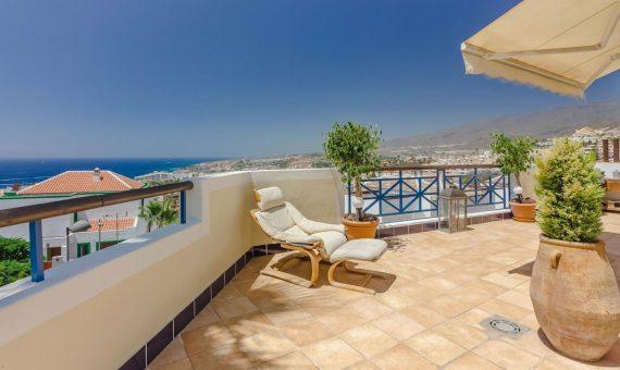 Casa en Adeje,  San Eugenio Alto, 230 m2, con mueble, jardin, garaje, aparcamento, aparcamento   | 3