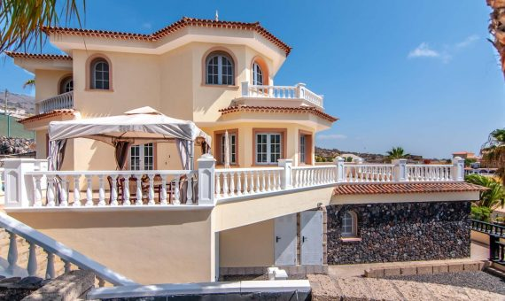 Villa in Adeje, city Los Menores, 390 m2, fully furniture, garden, terrace, balcony, garage, parking   | 121223-570x340-jpg