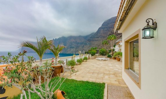 Villa in Santiago del Teide,  Los Gigantes, 385 m2, fully furniture, terrace, garage, parking   | 2