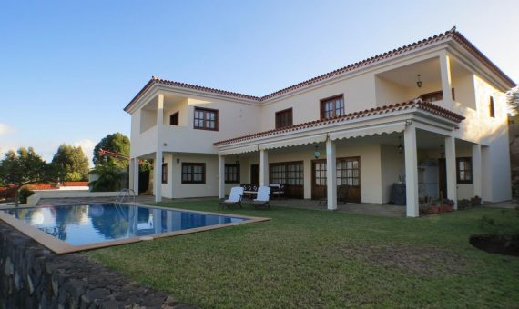Villa in Tacoronte, 360 m2, fully furniture, garden, terrace, garage, parking   | 1