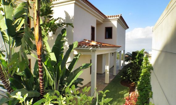 Villa in Tacoronte, 360 m2, fully furniture, garden, terrace, garage, parking   | 3