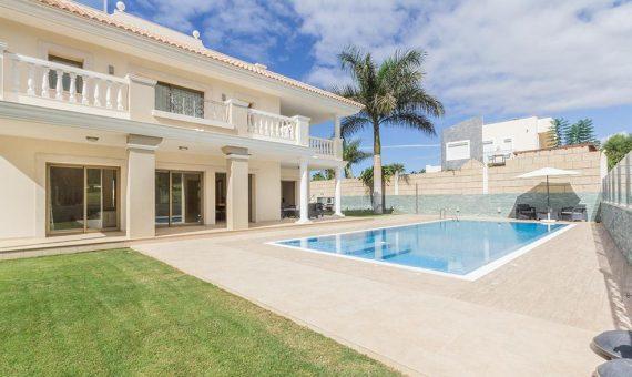 Villa in Adeje,  Golf Costa Adeje, 365 m2, fully furniture, garden, terrace, garage, parking   | 2