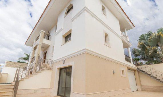 Villa in Adeje,  Golf Costa Adeje, 365 m2, fully furniture, garden, terrace, garage, parking   | 4