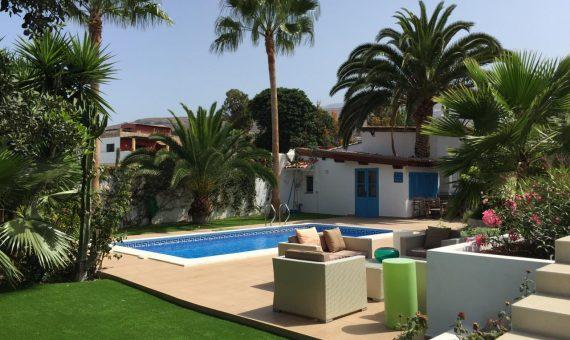 Villa in Adeje,  Playa Paraiso, 180 m2, fully furniture, garden, terrace, garage, parking   | 2