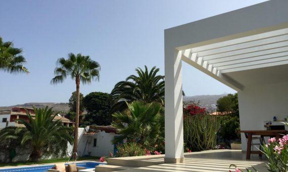 Villa in Adeje,  Playa Paraiso, 180 m2, fully furniture, garden, terrace, garage, parking     4