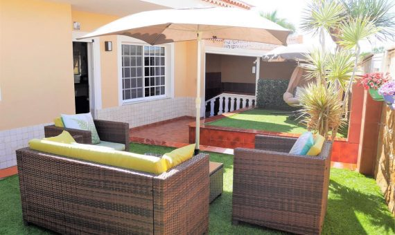 Villa in Granadilla,  El Medano, 168 m2, fully furniture, garden, terrace, garage, parking   | 1