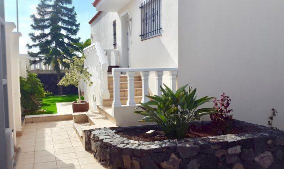 Villa in Adeje,  Callao Salvaje, 180 m2, fully furniture, garden, terrace, balcony, garage, parking   | 2