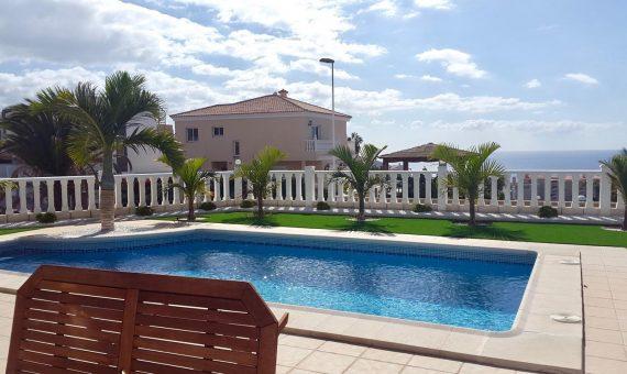 Вилла в Адехе,  Калао-Сальвахе, 180 м2, с мебелью, сад, террасса, балкон, гараж   | 2
