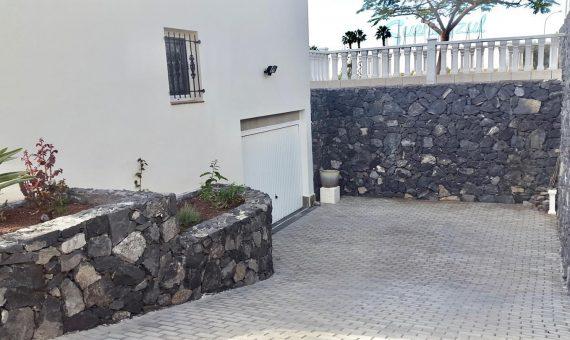Villa in Adeje,  Callao Salvaje, 180 m2, fully furniture, garden, terrace, balcony, garage, parking   | 3