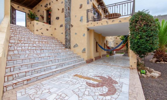 Villa in San Miguel de Abona,  Aldea Blanca, 156 m2, fully furniture, garden, terrace, balcony, garage, parking   | 2