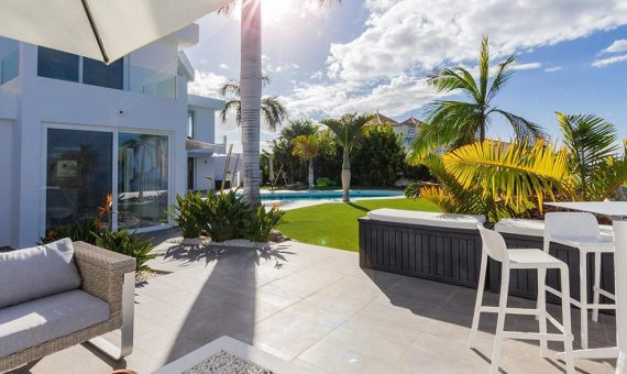 Villa in Adeje,  Golf Costa Adeje, 381 m2, fully furniture, garden, terrace, balcony, garage, parking   | 4