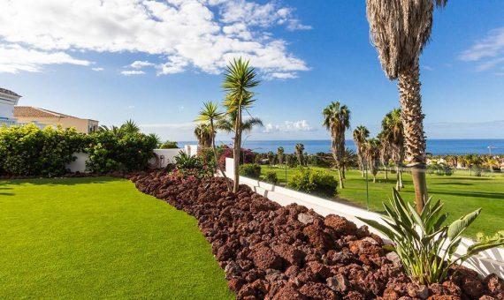 Villa in Adeje,  Golf Costa Adeje, 381 m2, fully furniture, garden, terrace, balcony, garage, parking   | 1