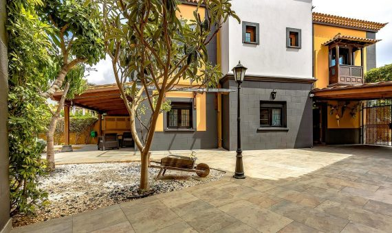 Townhouse in Adeje,  Bahia del Duque, 240 m2, fully furniture, garden, terrace, balcony   | 3