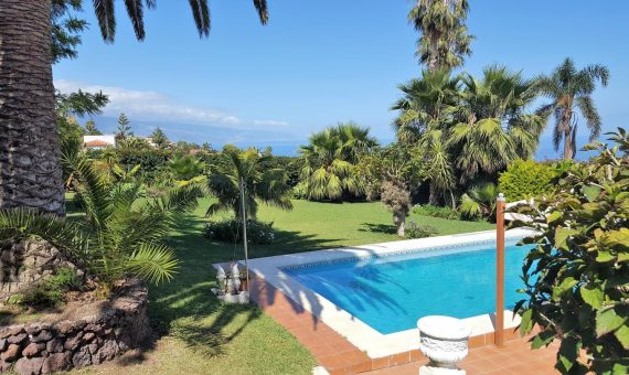 Villa in El Sauzal, 332 m2, fully furniture, garden, terrace, balcony, garage, parking   | 1