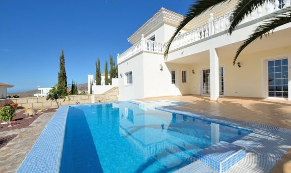 Villa in Adeje,  Roque del Conde, 269 m2, garden, terrace, garage, parking   | 1