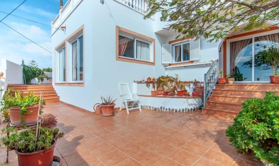 Villa in Adeje,  Las Moraditas, 134 m2, fully furniture, garden, terrace, balcony, garage, parking   | 3