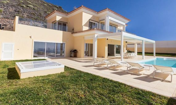 Villa in Adeje,  Roque del Conde, 440 m2, fully furniture, terrace, garage, parking   | 2