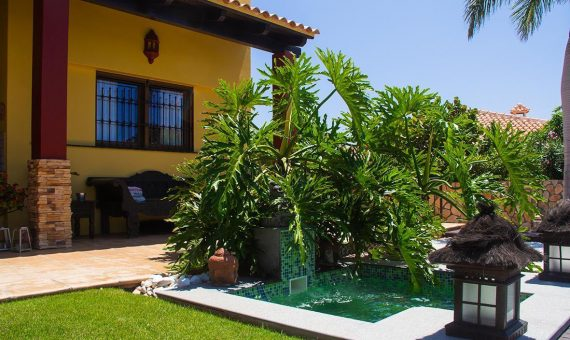 Villa in Adeje,  Golf Costa Adeje, 374 m2, fully furniture, garden, terrace, garage, parking   | 4