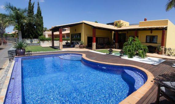 Villa in Adeje,  Golf Costa Adeje, 374 m2, fully furniture, garden, terrace, garage, parking   | 2