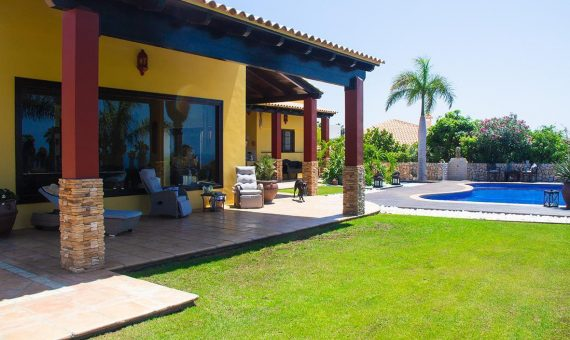 Villa in Adeje,  Golf Costa Adeje, 374 m2, fully furniture, garden, terrace, garage, parking   | 1
