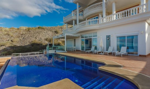 Villa in Adeje,  Roque del Conde, 375 m2, fully furniture, garden, terrace, garage, parking   | 2