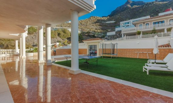 Villa in Adeje,  Roque del Conde, 375 m2, fully furniture, garden, terrace, garage, parking   | 3