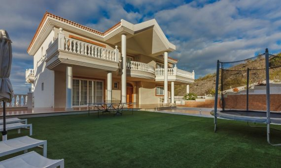 Villa in Adeje,  Roque del Conde, 375 m2, fully furniture, garden, terrace, garage, parking   | 4