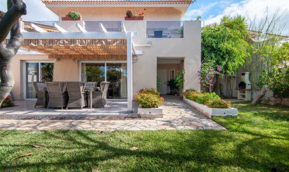 Villa in Adeje,  San Eugenio Alto, 281 m2, fully furniture, garden, terrace, garage, parking   | 1