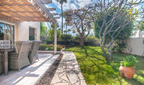 Villa in Adeje,  San Eugenio Alto, 281 m2, fully furniture, garden, terrace, garage, parking   | 2