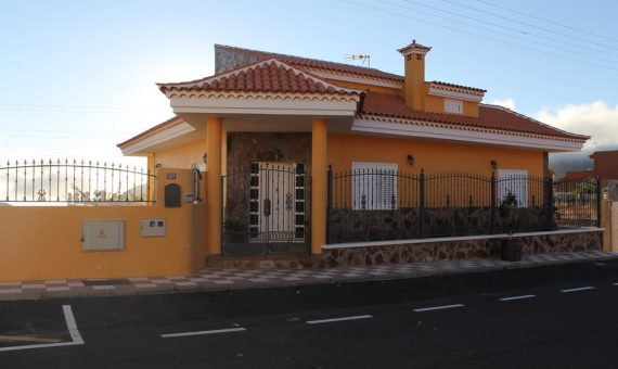 Villa in Santiago del Teide,  Las Manchas, 140 m2, fully furniture, garden, terrace, garage, parking   | 2