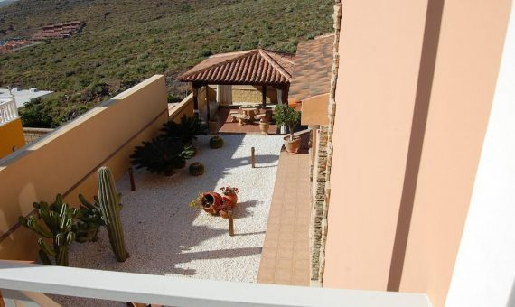 Villa in Adeje, city Torviscas Alto, 300 m2, fully furniture, garden, terrace, garage, parking   | 46740-570x340-jpg